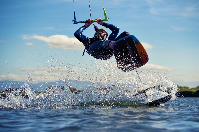 Stéphane Goffinet en foil Ketos strapless avec la barre universelle Kite Attitude