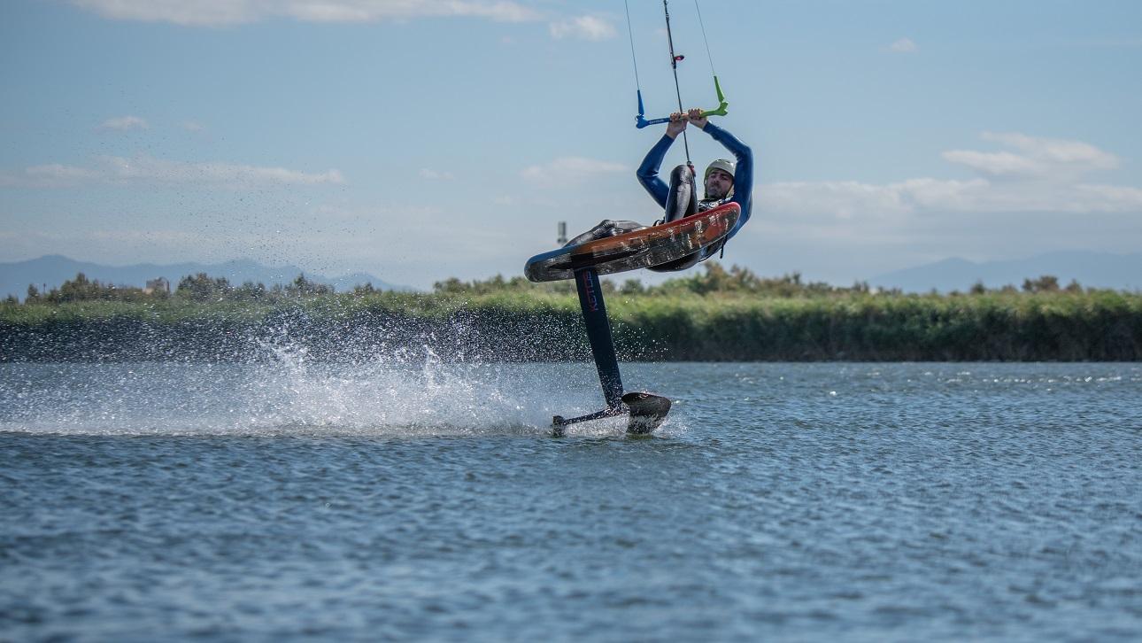 Stéphane Goffinet avec barre universelle freestyle wave de Kite Attitude