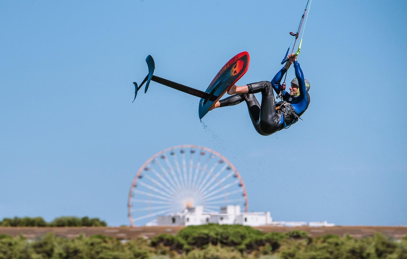 Stéphane Goffinet saute en foil avec une barre Kite Attitude
